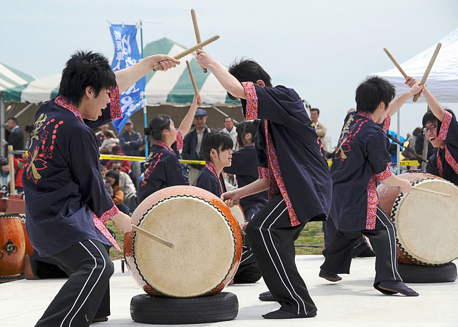 taiko drum team